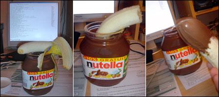 Banane trempée langoureusement dans un pot de Nutella de taille raisonnable